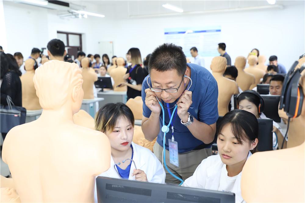 全国重点网络媒体走进齐鲁医药学院 共话鲁医新发展