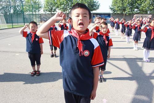济南市天桥区高王小学举行少先队新队员入队仪式