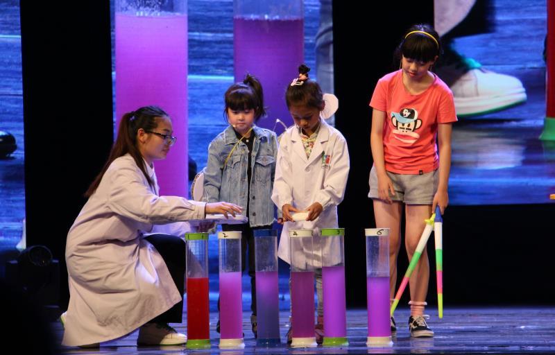 英语可以这么学?济南一群孩子连轴英语表演嗨翻观众