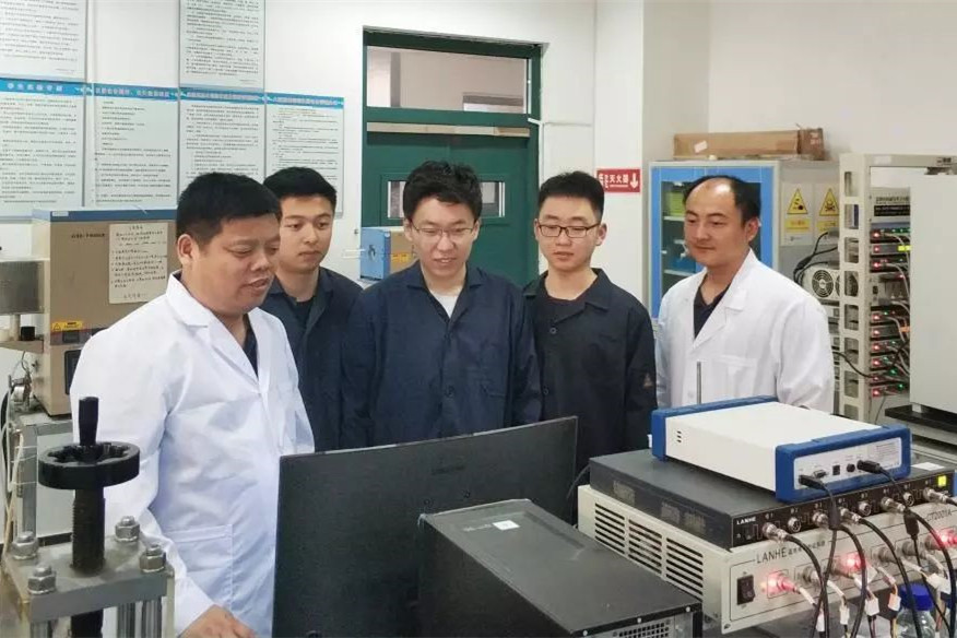 ACS Nano刊发中国石油大学团队MOFs可控碱解制备超级电容器电极材料研究成果