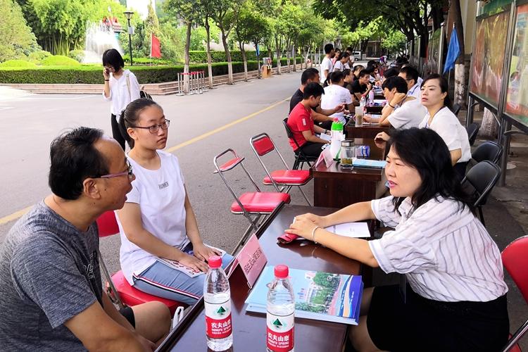 济南中学两个校区一个代码同步多项选择成今年学校开放日关注焦点