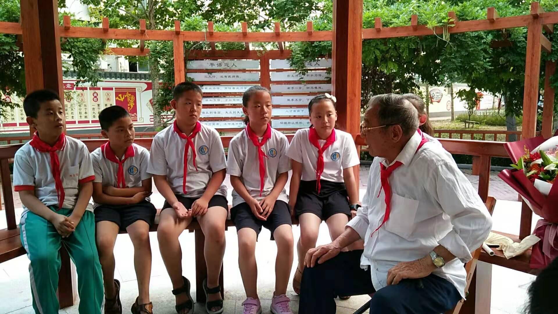 桓台县实验小学:寻访身边榜样,争做新时代好队员