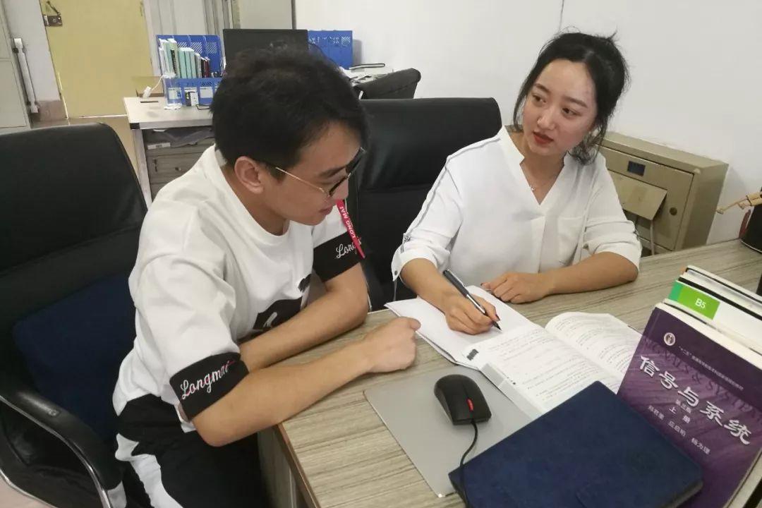 新时代好军嫂的粉笔青春——潍坊学院教师高娟娟
