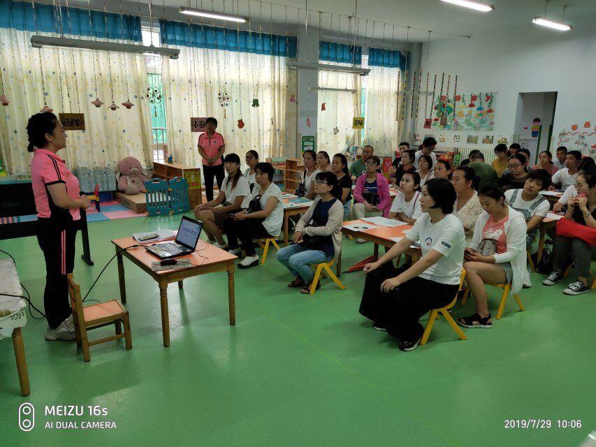 淄博市周村区凤鸣小学附设幼儿园召开2019级新生家长会