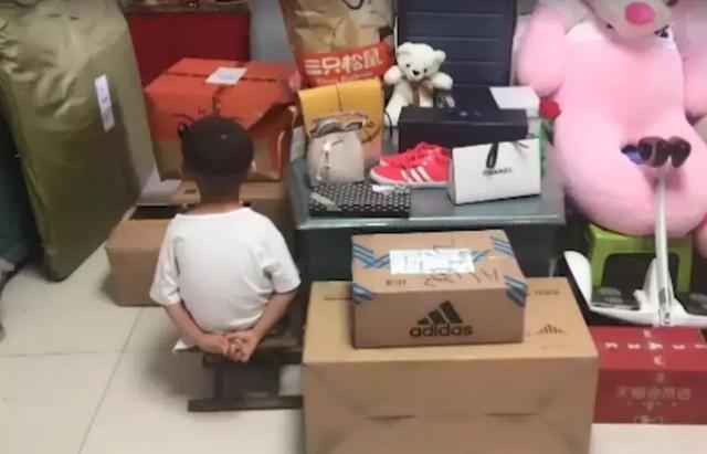 暑期看好熊孩子!潍坊6岁男孩儿清空爸爸7万购物车,真心疼