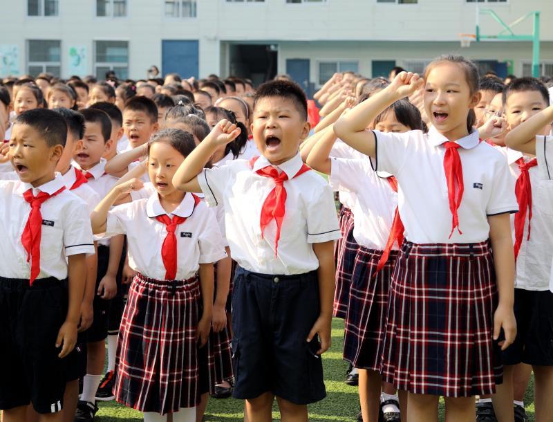 山东省实验小学新学年开学:用宣誓向祖国告白 以科技燃爱国热情