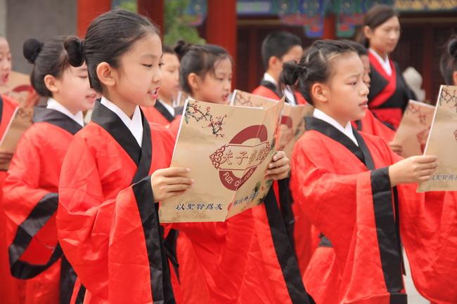 """济南历下实验小学举行""""书香历下•礼伴成长""""教师节庆祝活动"""