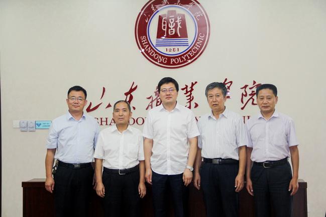 """""""大国工匠""""刘云清回母校山东职业学院面对面授匠心"""