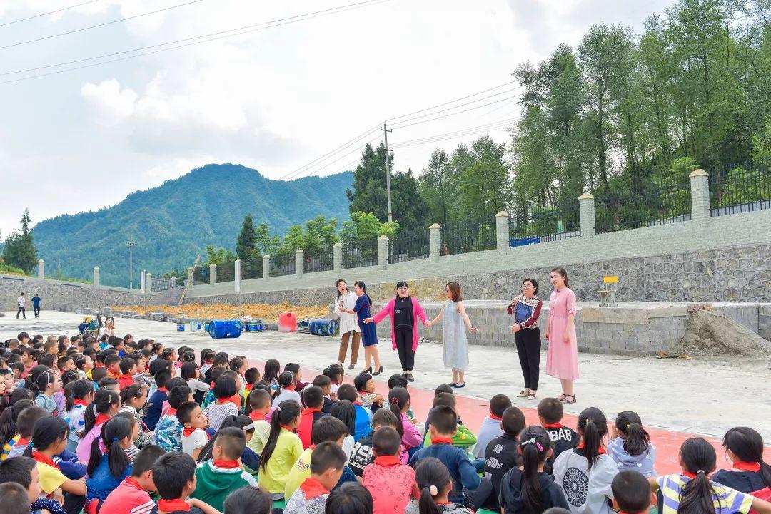 """济南市中区6名音乐教师龙山支教:山区学校有了校歌 随处是""""音乐课堂"""""""