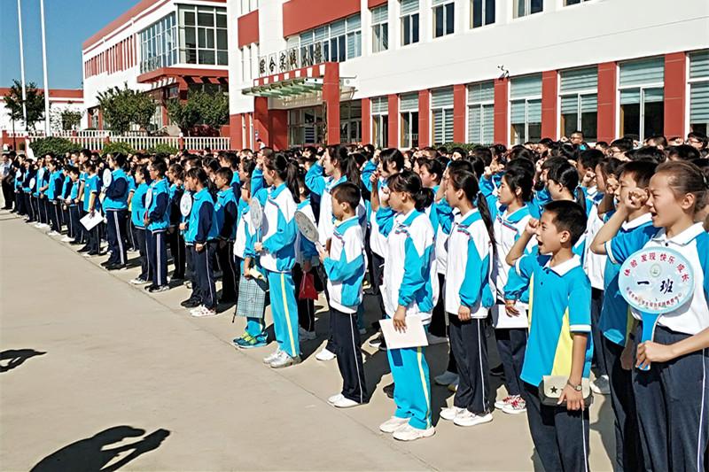 威海荣成市第三十三中学初二师生参加综合实践研学旅行活动
