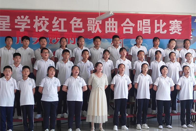 """烟台招远市张星学校举办""""铸红歌之魂,诉爱国之情""""唱红歌比赛"""