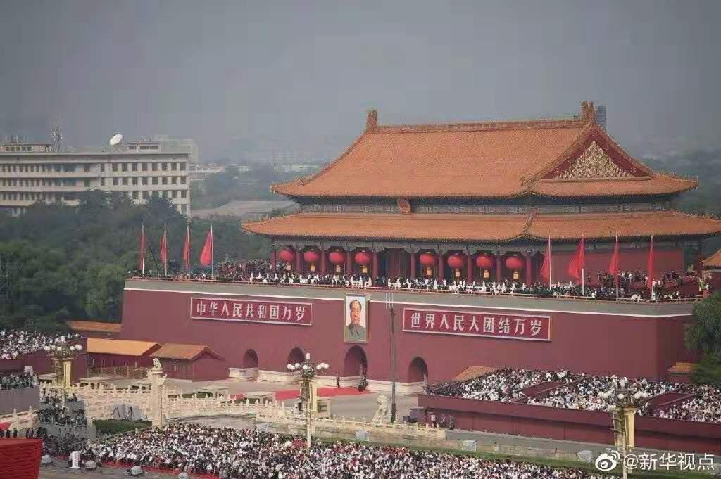 山东青年政治学院傅小青、薛亮受邀参加新中国成立70周年庆祝大会