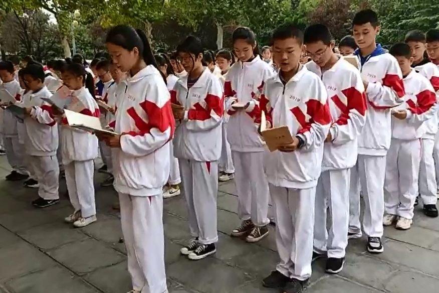 """邹城四中南校区举行""""我和我的祖国"""" 经典诵读活动"""