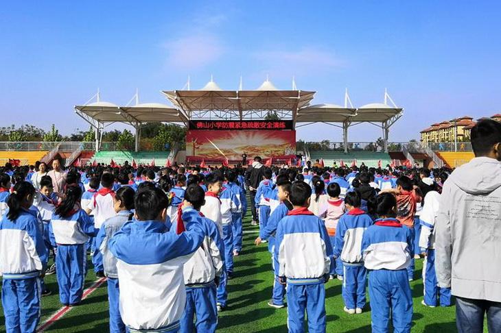 东平县佛山小学 防震安全应急疏散演练 2700余名师生参加