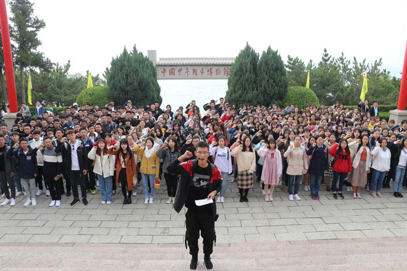 山东4000余大学生赴刘公岛爱国宣誓