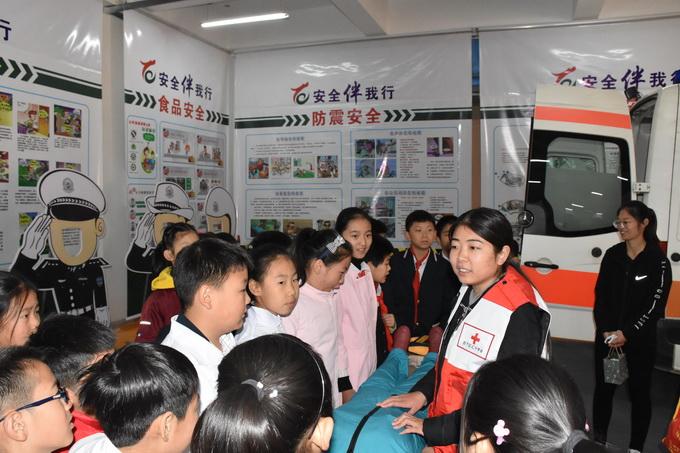 济南市首家校园模拟体验式公共安全馆在历下区龙德学校揭牌