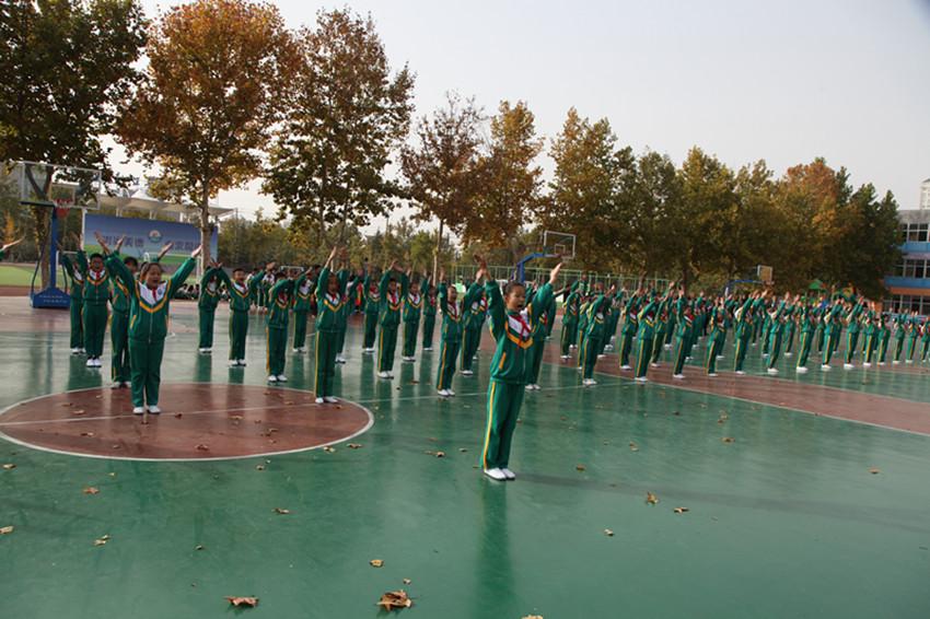 """淄博市桓台县第二小学师生飒英姿""""三操""""比赛展风采"""