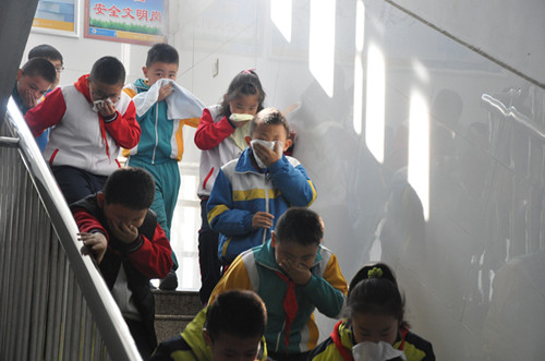 淄博市桓台县实验小学举行119消防安全疏散演练