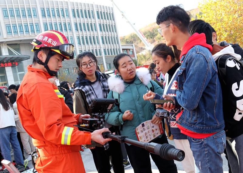 """济南大学泉城学院:消防宣传进校园 上好安全""""必修课"""""""