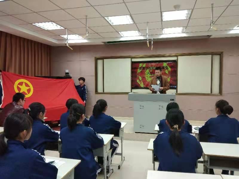 烟台招远张星学校借入团宣誓仪式进行德育主题教育