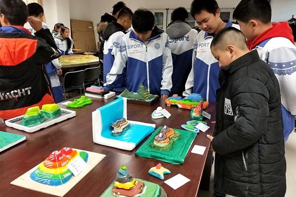 济南中学西校区举办等高线模型制作大赛