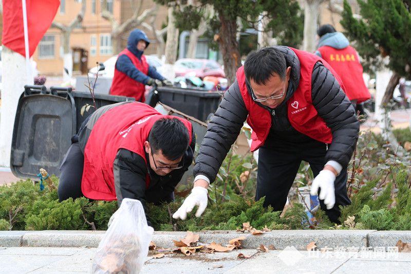 长岛海洋生态文明综合试验区第一实验学校党支部开展清理白色垃圾志愿服务活动