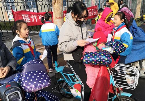 """淄博市桓台县实验小学两校区开展""""文明养犬宣传""""活动"""
