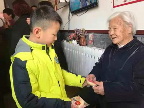 淄博市桓台县实验小学开展献爱心送温暖活动