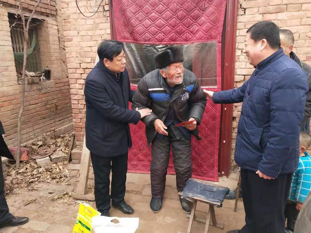 图说:2020年1月14日,莘县驻京流动党员党委和省、市驻京流动党委领导看望慰问在京老党员。