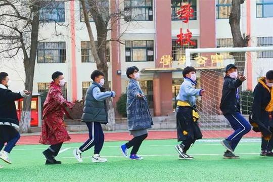 阳光不畏阴霾,1012名新疆西藏学生的青岛假期