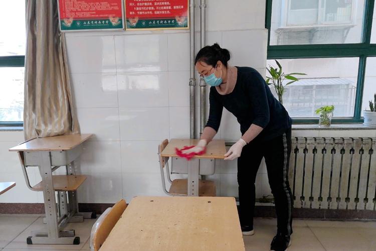 济南中学初三开学后将小班教学 单人单桌间隔一米