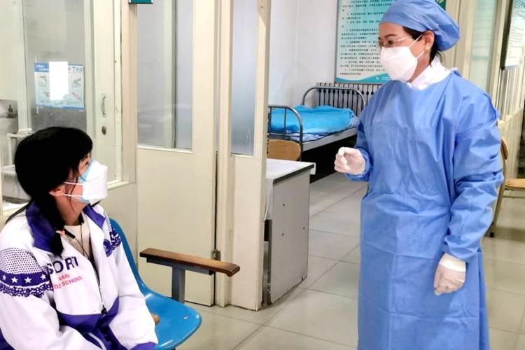 济南中学联合定点医院发热门诊模拟演练发热学生送诊流程