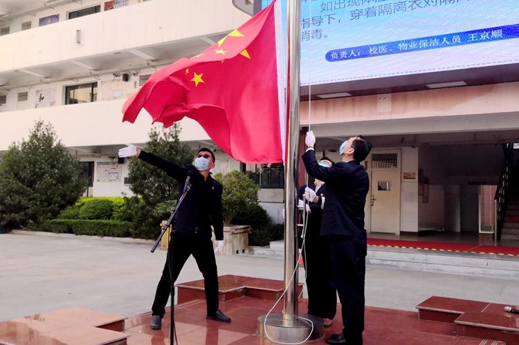 """济南中学举行""""打赢七项攻坚战   提升办学质量""""主题升旗仪式"""
