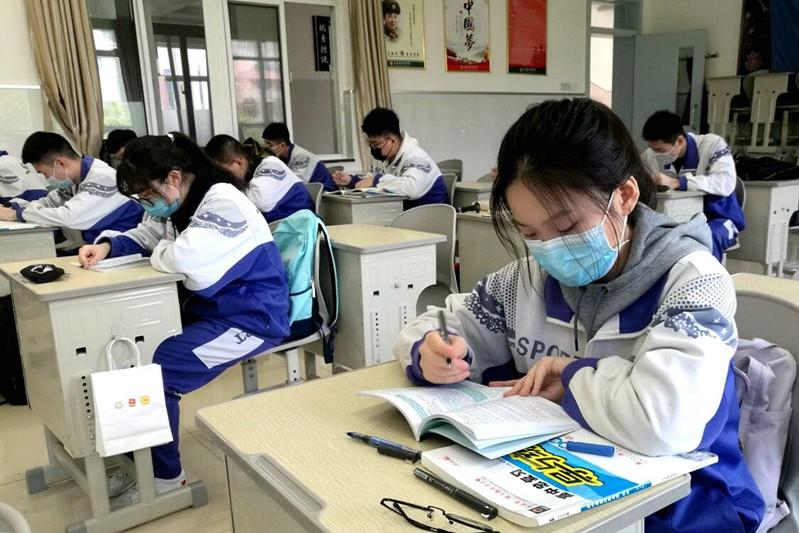 济南中学高三学生开学复课第一天平稳有序