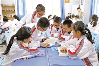 """培养适应未来社会发展的人——解读""""育人为本,质量立校""""的山东省青岛超银学校"""