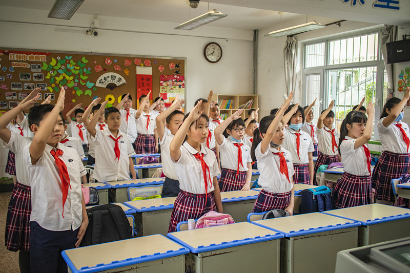 山东省实验小学:六一儿童节  和祖国在一起