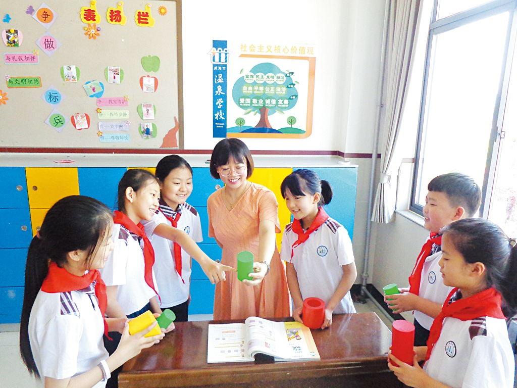 用真情和智慧点亮乡村教育 ——记威海市温泉学校优秀班主任张媛媛