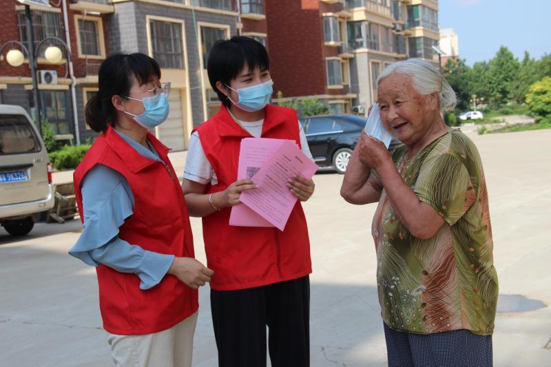 昌乐县两中学党员志愿者同进社区服务疫情防控