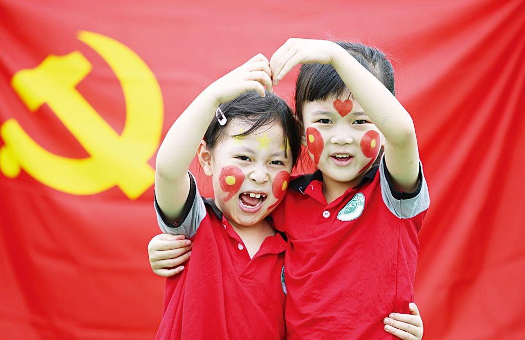 """东营:""""红色彩绘""""迎七一"""
