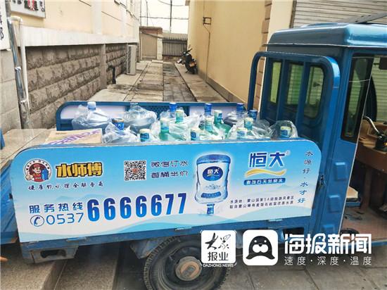 济宁送水工一天拎水近4吨 养活一家四口  第2张