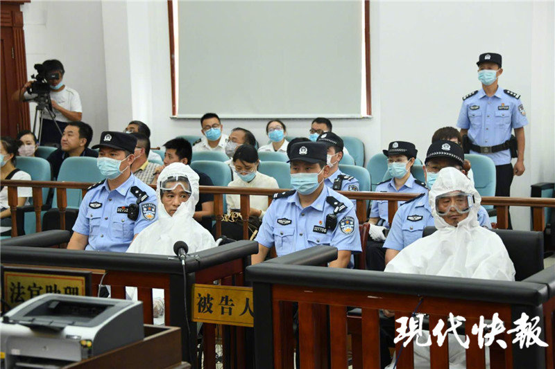央视新闻 江苏淮安重大暴力袭警案开审 嫌疑人庭上毫无悔意!