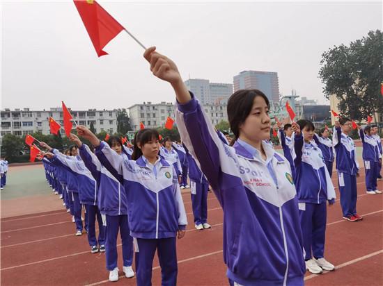 济南中学三千学子齐诵《少年中国说》