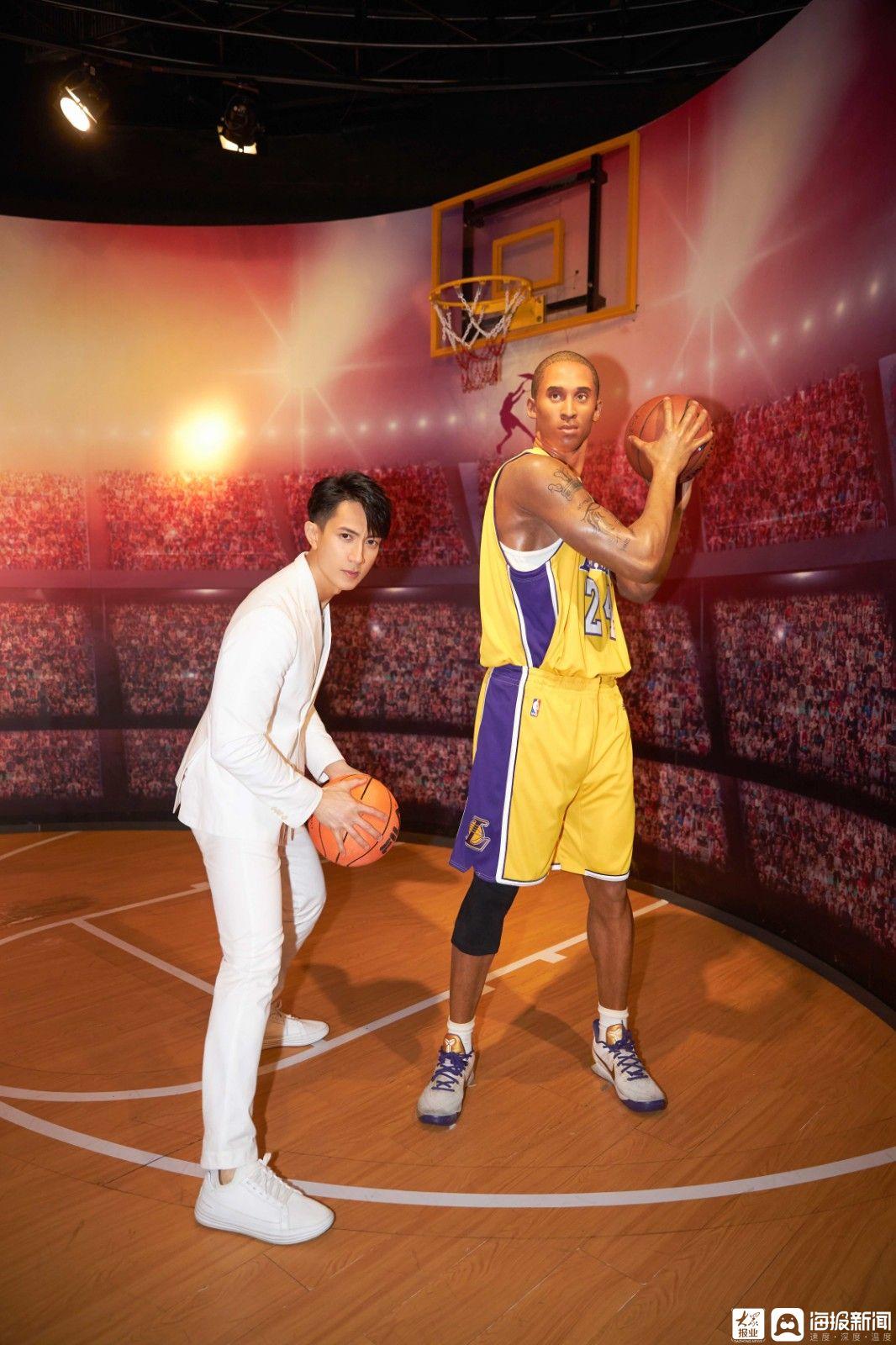 吴尊蜡像进入上海杜莎夫人蜡像馆与粉丝互动并展示他的身体