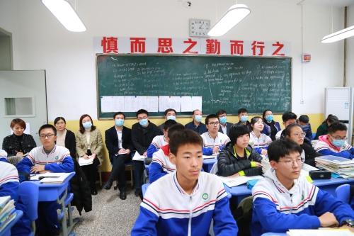 """淄博市教育局�_�展""""沈入一�、聚焦�n堂""""活��"""