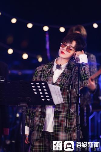 旭佳宇原创家乡歌曲《我的城》路演出获得了解锁云南站语言乐器新技术的好评(/4)