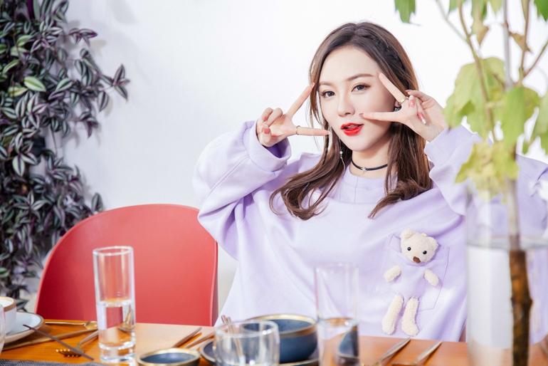 艺宝《小气》通过在线选秀突破100万美元 登上各大排行榜(/1)