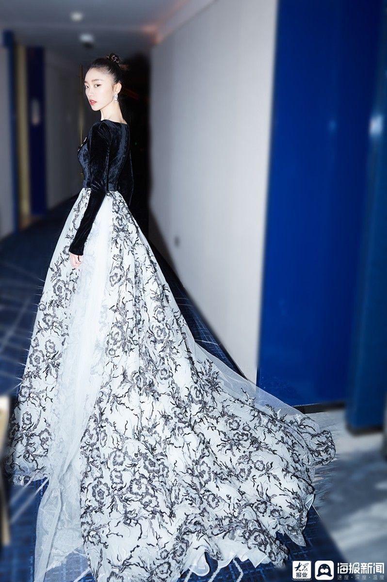 张越出席精品风格云仪式展示超级时尚表达
