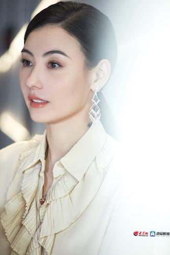 张柏芝最新写真曝光 又甜又飒状态佳_大众网