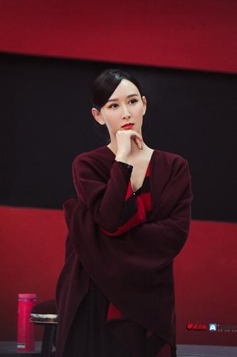 胡静《姐姐2》初舞台展超强实力  《大鱼》舞艺惊艳气质高雅_大众网
