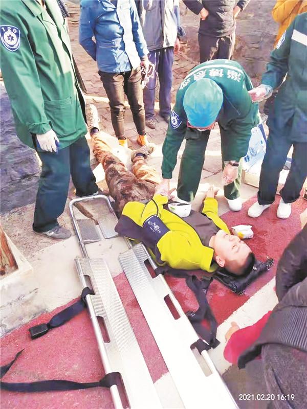 淄博一大学生三闯火场救火 扑灭火情后他当场中毒晕倒